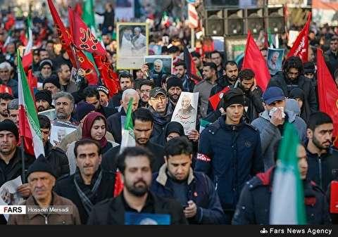 بالصورة: تشيع الشهيد سليماني في طهران
