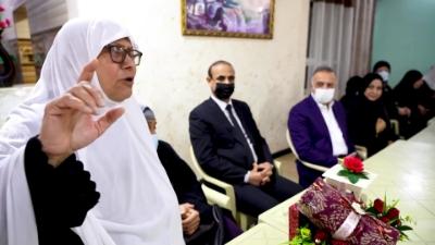 الكاظمي يطلع على الخدمات المقدمة لنزلاء دار رعاية المسنين ببغداد