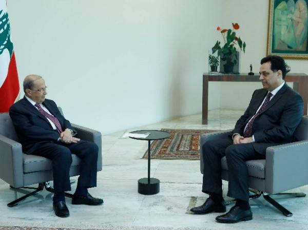 الرئيس عون يلتقي دياب قبيل اجتماع المجلس الاعلى للدفاع