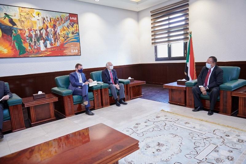 حمدوك يلتقي المبعوث الأمريكي وممثل الاتحاد الأوروبي
