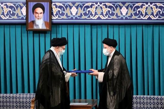 السيد خامنئي: الحرب الإعلامية للأعداء مستمرة للتأثير على الرأي العام ضد إيران