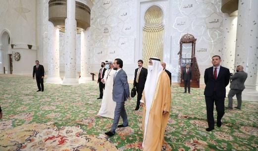 خلال زيارته ابو ظبي.. رئيس برلمان العراق يزور واحة الكرامة وجامع الشيخ زايد الكبير