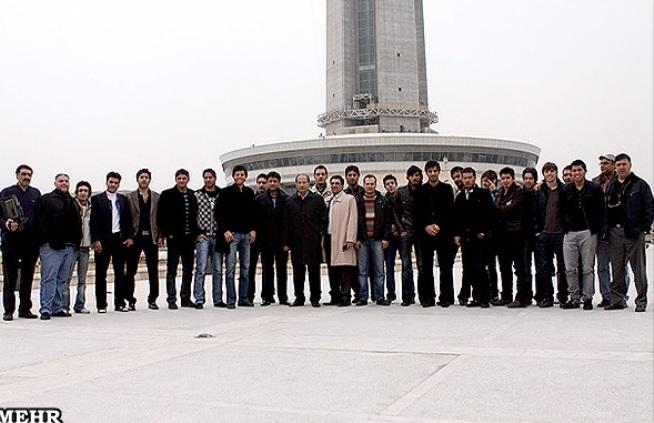 بازیکنان استقلال در ارتفاع 295 متری ...