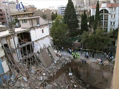 چهار مجروح و سه مفقود در اثر ریزش ساختمان