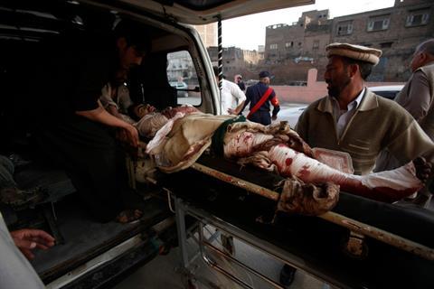 انفجار انتحاری در مقابل کنسولگری ایران در پیشاور