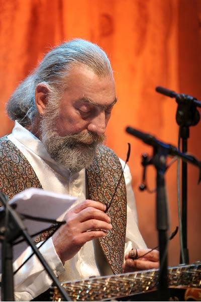 در زادروز پرویز مشکاتیان، دل به مضرابهایش ببندید + فیلم