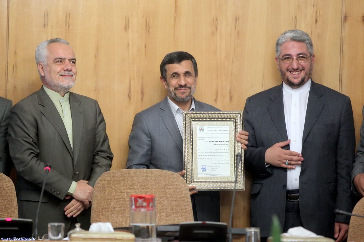 واکنش آیت الله سیستانی به اهدای دکترای تازه به احمدینژاد + فیلم