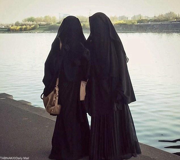 دختران اتریشی در کنار تروریستها