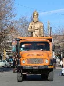 نصب دوباره مجسمه فردوسی در سلماس