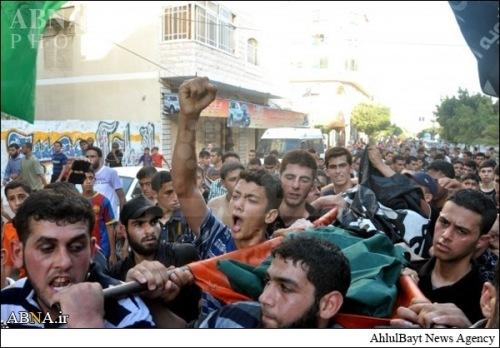 تشییع پیکر دو فلسطینی با پرچم داعش