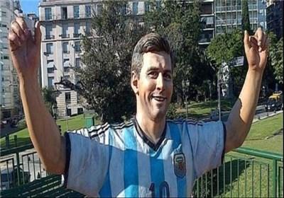 حمله به مجسمه مسی در آرژانتین+عکس