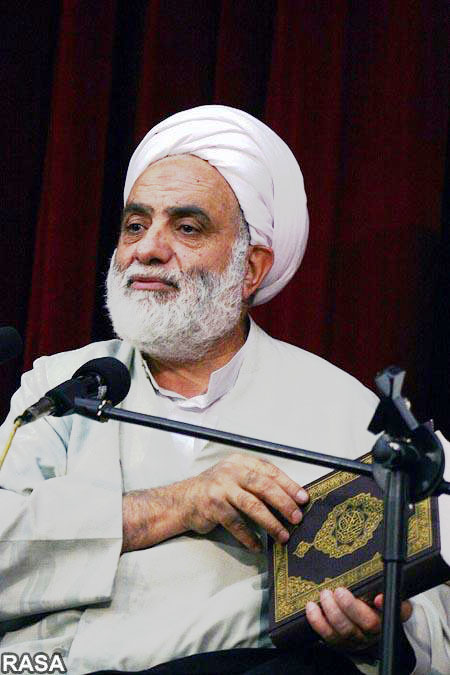 نماز، تفسیر قرآن و نهج البلاغه در بطن عزاداری امام حسین باشد