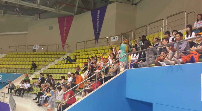 حضور خانواده والیبالیست ها در سالن