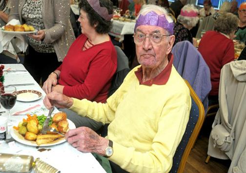 مهمانی کریسمس پیرمرد مهربان برای غریبهها