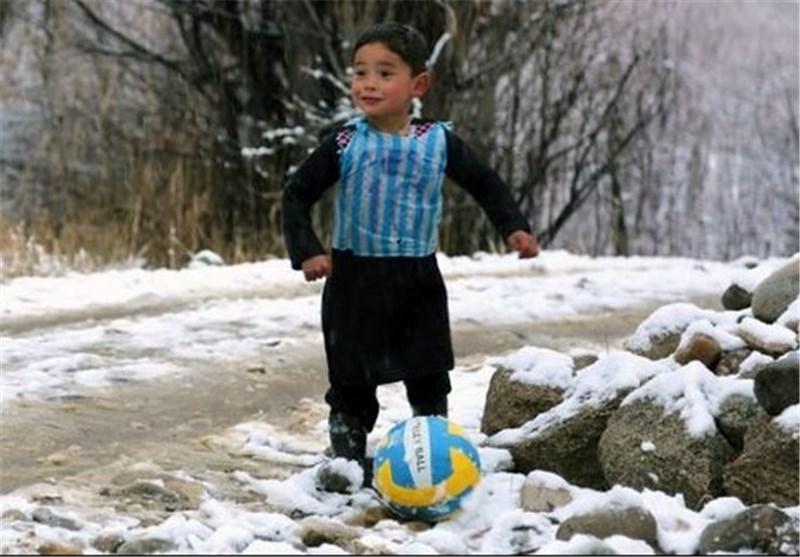 دیدار مسی و کودک افغان در اروپا/هدیه جالب شماره 10 بارسا به مرتضی احمدی