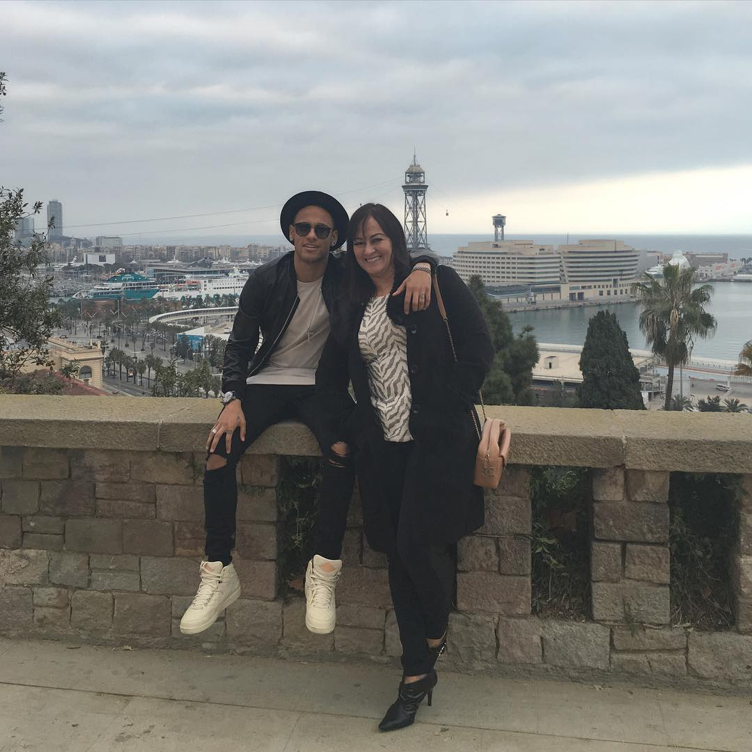 گردش نیمار به همراه مادر جوانش در روزهای مصدومیت