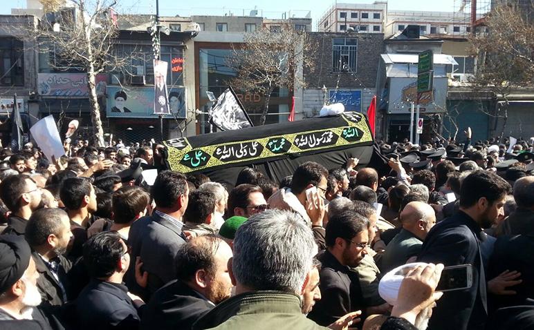 رهبر انقلاب بر پیکر آیت الله طبسی نماز میت اقامه کردند