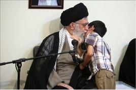 پخش تلویزیونی دیدار ۳ خانواده شهید مدافع حرم با رهبر انقلاب