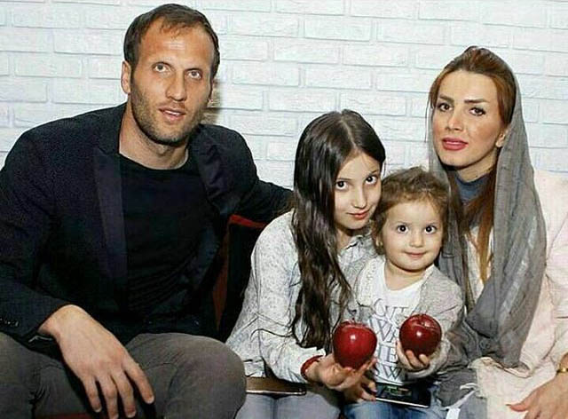 تصویر بنگر، همسرش و دخترانش در یک قاب