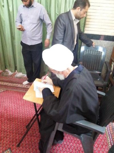 کاندیدای خبرگان تهران در قم رای داد