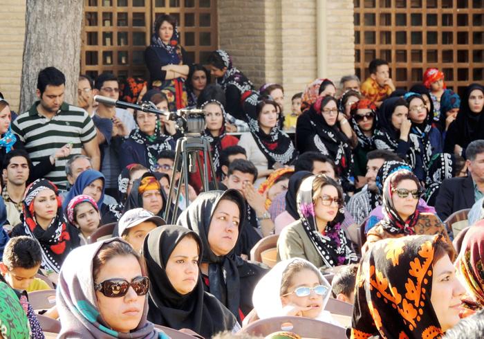 پاسداشت روسری زنان لر با جشن «گلونی»