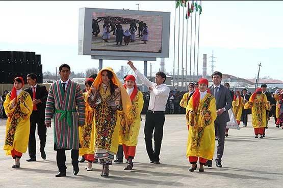 دعوا بر سر پوشش زنان در تاجیکستان