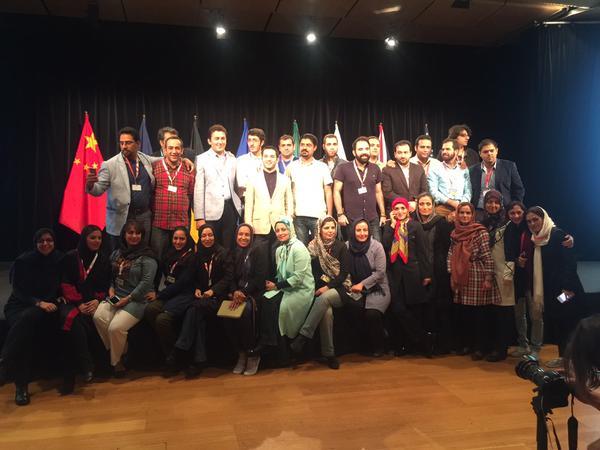 عکس یادگاری خبرنگاران حاضر در وین