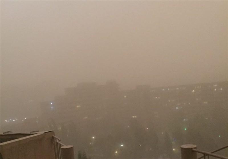 طوفان و گردوغبار آسمان تهران را تیره کرد