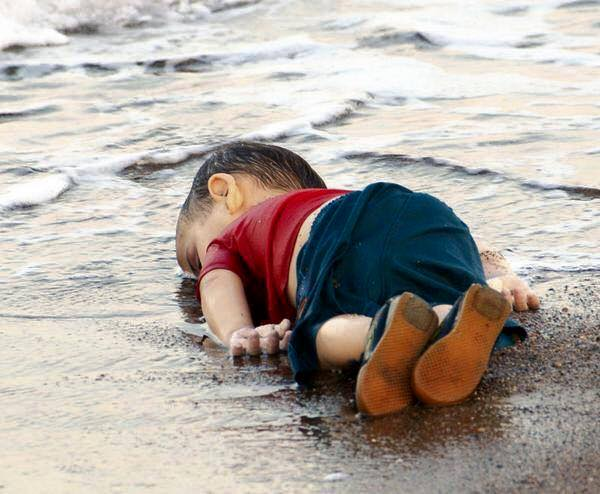 جنازه کودک سوری