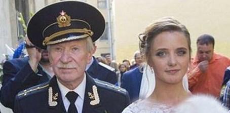 ازدواج بازیگر ۸۴ ساله با دختر ۲۴ ساله!