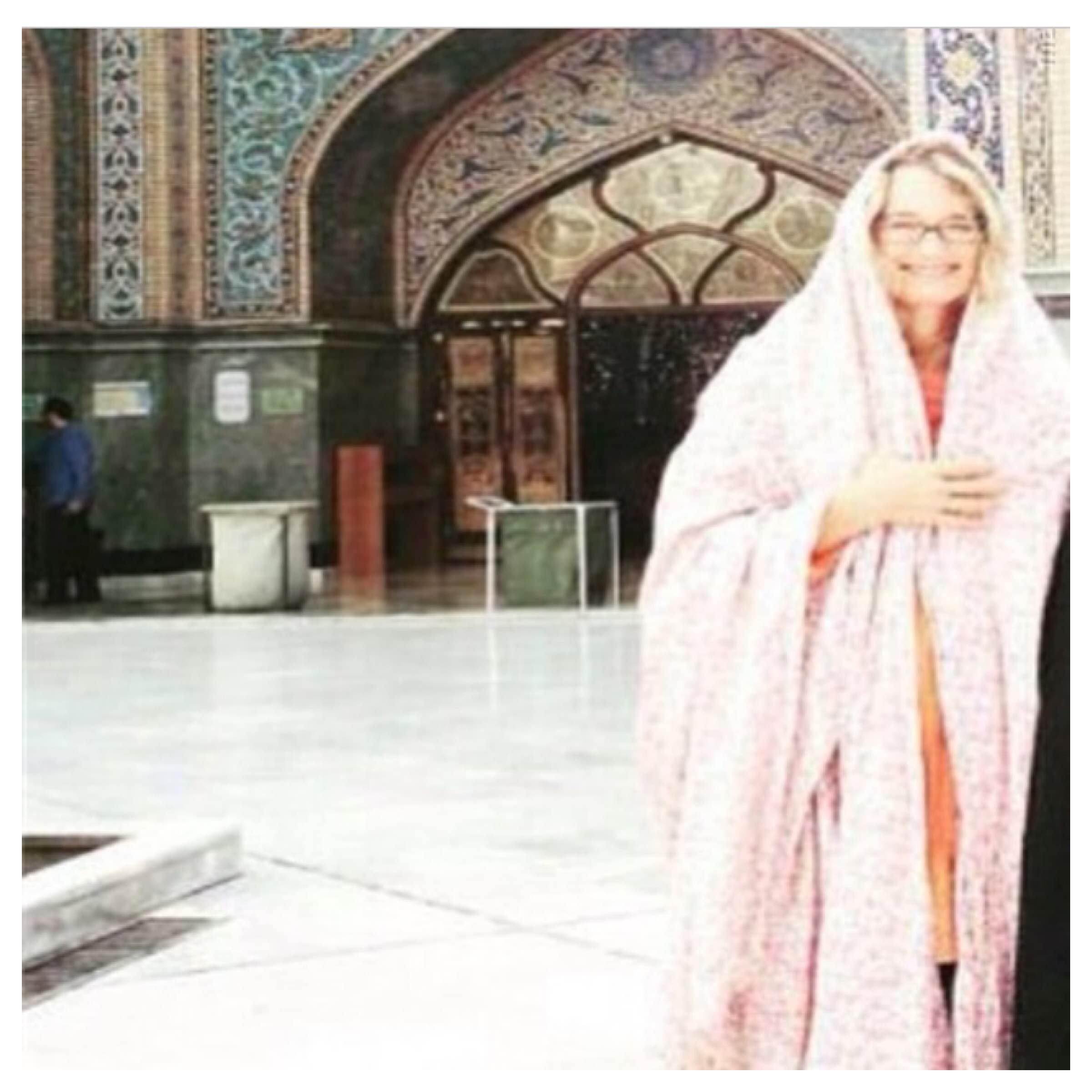 مدیر آمریکایی در امامزاده صالح، چادری شد