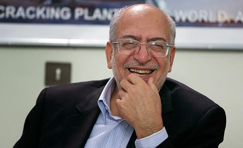 وزیر صنعت کسانی که خودرو ایرانی نمی خرند را ضد انقلاب نامید!
