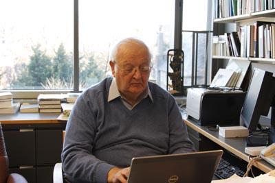 برنده نوبل اقتصاد ۲۰۱۵ اعلام شد