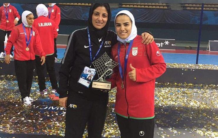 خانم گل ایرانی، دقیقه ای بعد از کسب عنوان بهترین بازیکن آسیا + عکس
