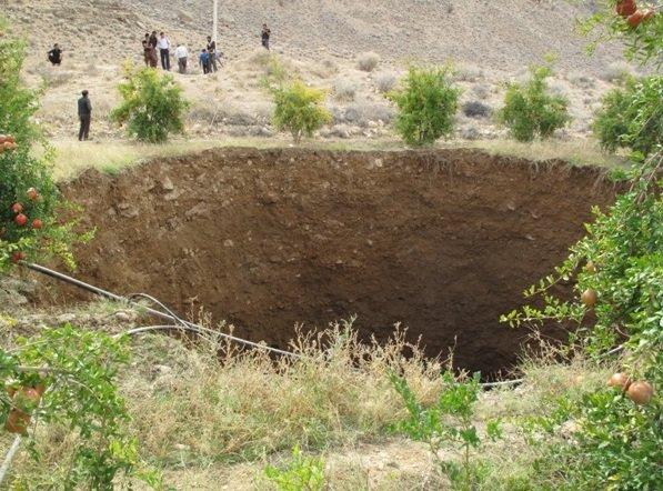 بزرگترین فروچاله کشور در فارس نمایان شد
