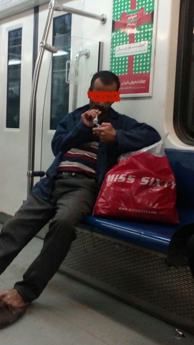 شاهد عینی عکس شیشهکشی در مترو تهران