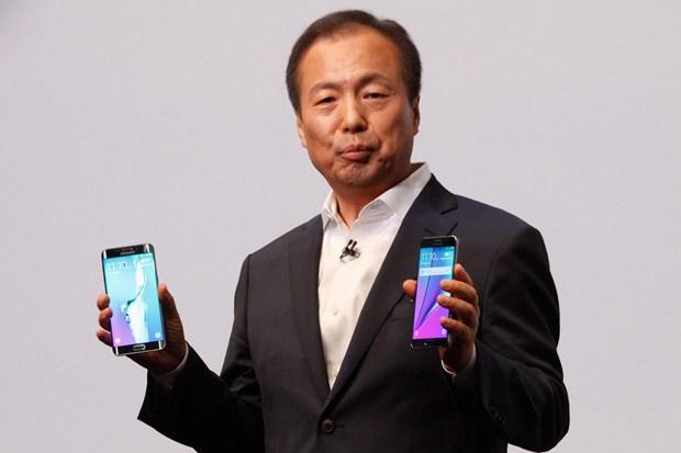 چرا سامسونگ مدیر بخش گوشی های هوشمند خود را تغییر داد؟