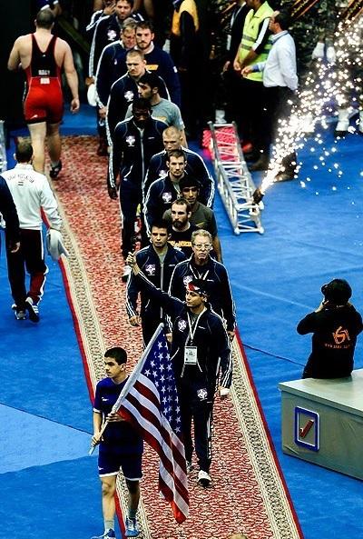 پرچم آمریکا در سالن 12هزارنفری تهران