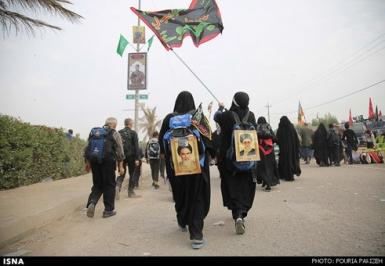 راهپیمایی زائران از نجف به سمت کربلا