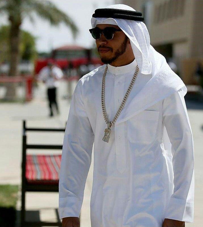 حضور قهرمان جهان با لباس عربی در بحرین!