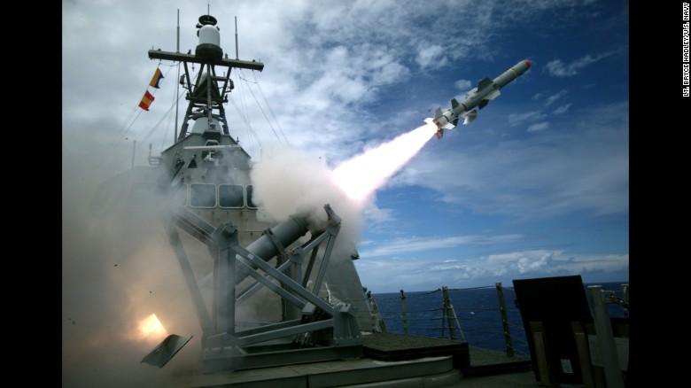 شلیک هشدار ناو آمریکایی به سمت قایق های تندروی ایران