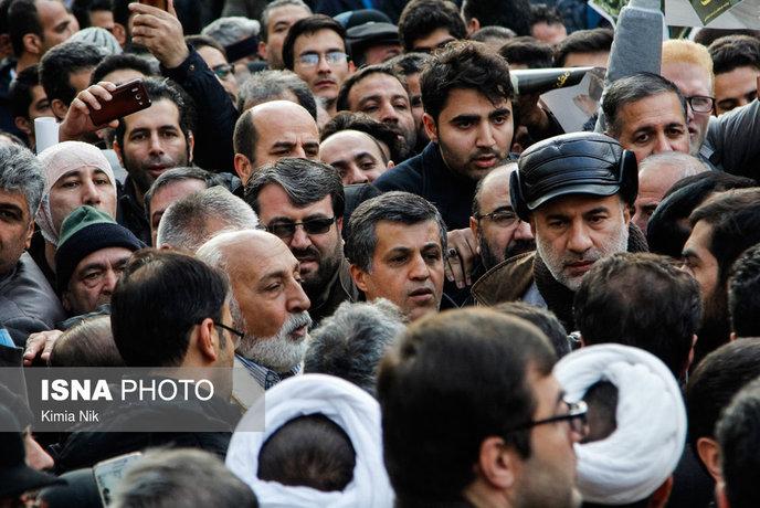 آغاز مراسم تشییع پیکر آیت الله هاشمی رفسنجانی/ اقامه نماز توسط رهبر معظم انقلاب/ حضور گسترده مردم و مسئولان در مراسم تشییع