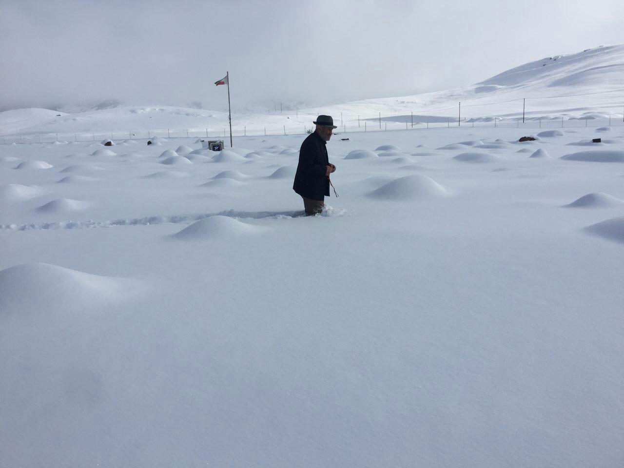 برف در قبرستان روستای سقزچی اردبیل