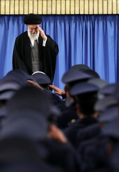 واکنش رهبر انقلاب به احترام نظامی ارتشیها