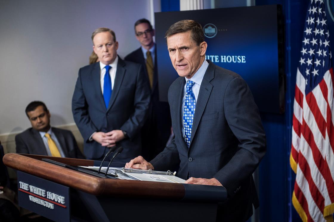 مایکل فلین مشاور امنیت ملی ترامپ استعفا داد / اولین زخم نزدیکی به روسیه بر بدنه دولت ترامپ