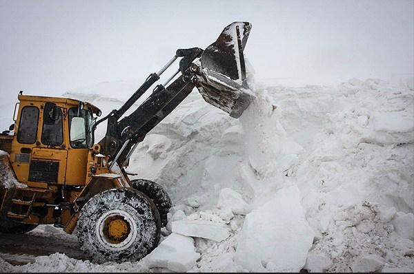 بارش برف ۱۶ محور را مسدود کرد