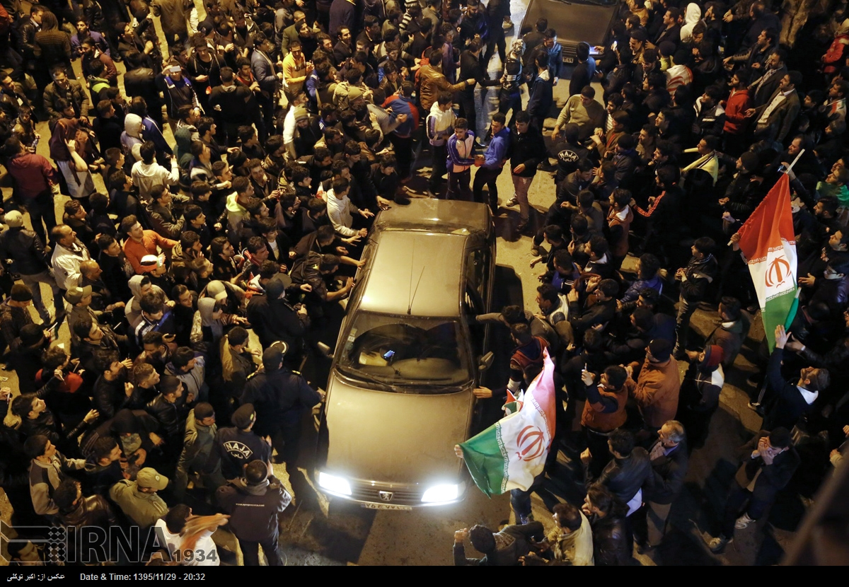 جشن وپایکوبی بعداز قهرماتی درخیابان های کرمانشاه