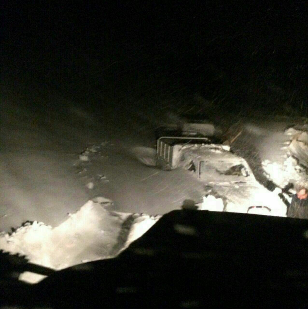 خودروهای گرفتار در برف در گردنه ژالانه اورامان - مریوان