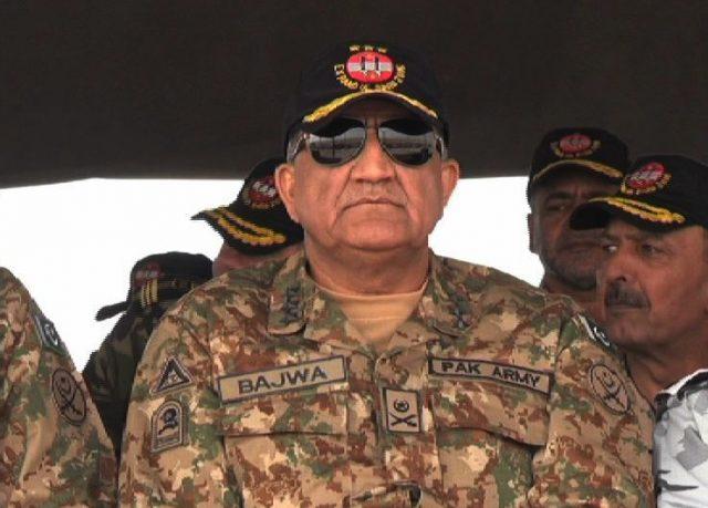 اهمیت سخنان فرمانده ارتش پاکستان در گفت وگو با سفیر ایران / آب پاکی پاکستان روی دست عربستان!