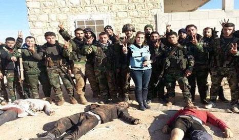 تصاویر خانم خبرنگار با اجساد داعشیها